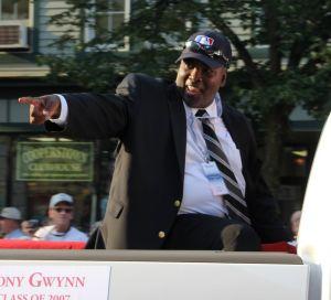 tony gwynn parade pointing - tony gwynn parade pointing