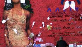 Aaliyah Fans Sign Mural In Tribute